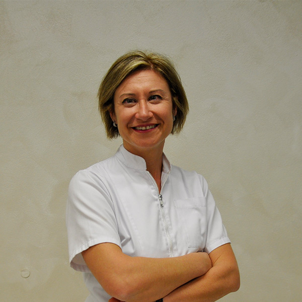 Dentista Deruta: Dott.ssa Elena Ban | Cosmo Dental