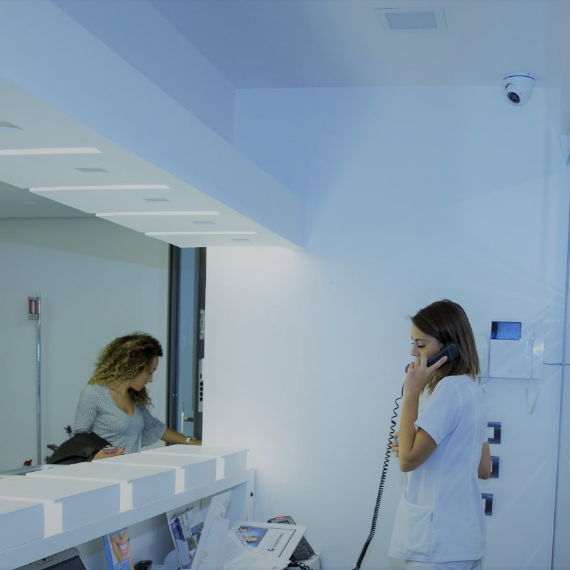 Dentista Deruta: Il centro Medico Cosmo Dental srl