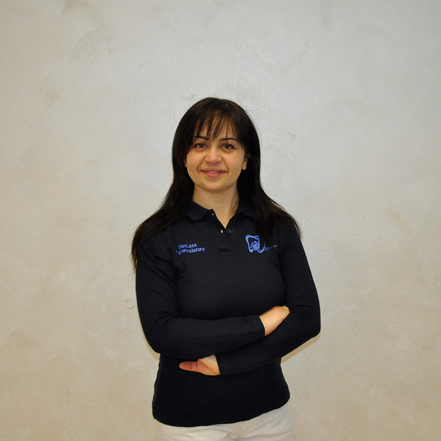 Dentista Deruta: Dott.ssa Maria Impicciatore | Cosmo Dental