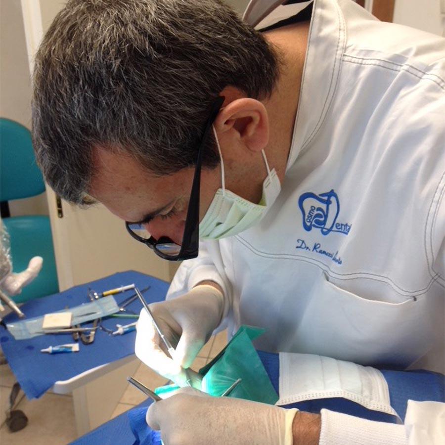 Dentista Deruta: Dott. Roberto Ramozzi | Cosmo Dental